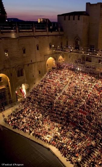 アヴィニョン演劇祭の60年〜世界最大の演劇祭はこうして生まれた