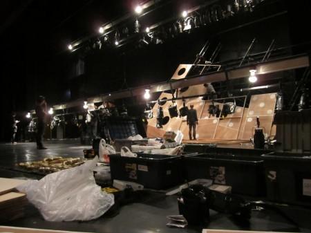 照明・舞台が同時に作業