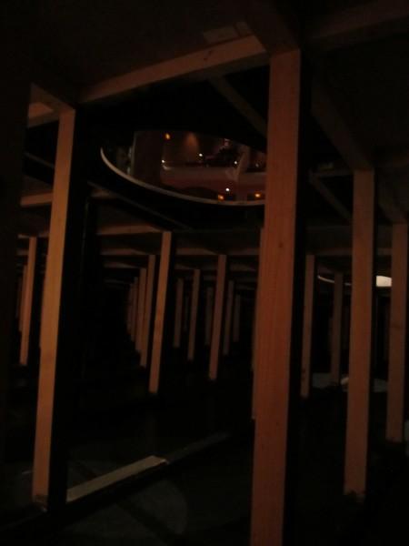 穴から見た劇場