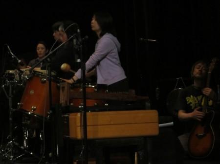 ドラムの木内琴子さん、ギターの貴島豪さん