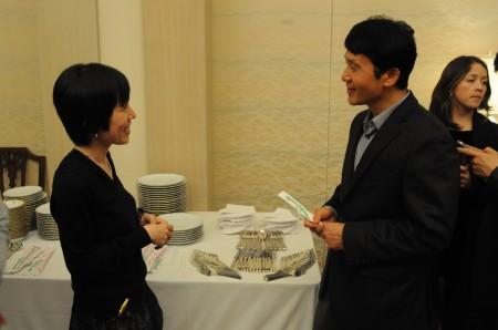 実は英語もできる池田真紀子さん、サミル・ヤンさんと歓談