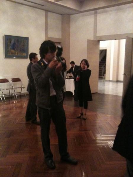 サンチャゴさんはカメラマンとしても随所に出没