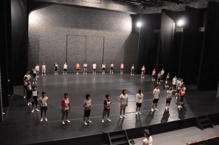 舞台上でトレーニングや稽古をしました。リハーサル室とは違う感覚!