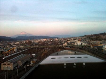 富士山と新幹線と私_ちょっと夕暮れ