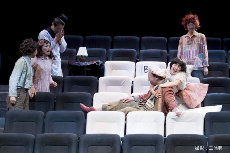 初演時の舞台写真 撮影:三浦興一